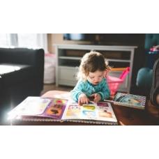 «Я показываю ребёнку буквы, а он уползает» — ещё раз о раннем развитии
